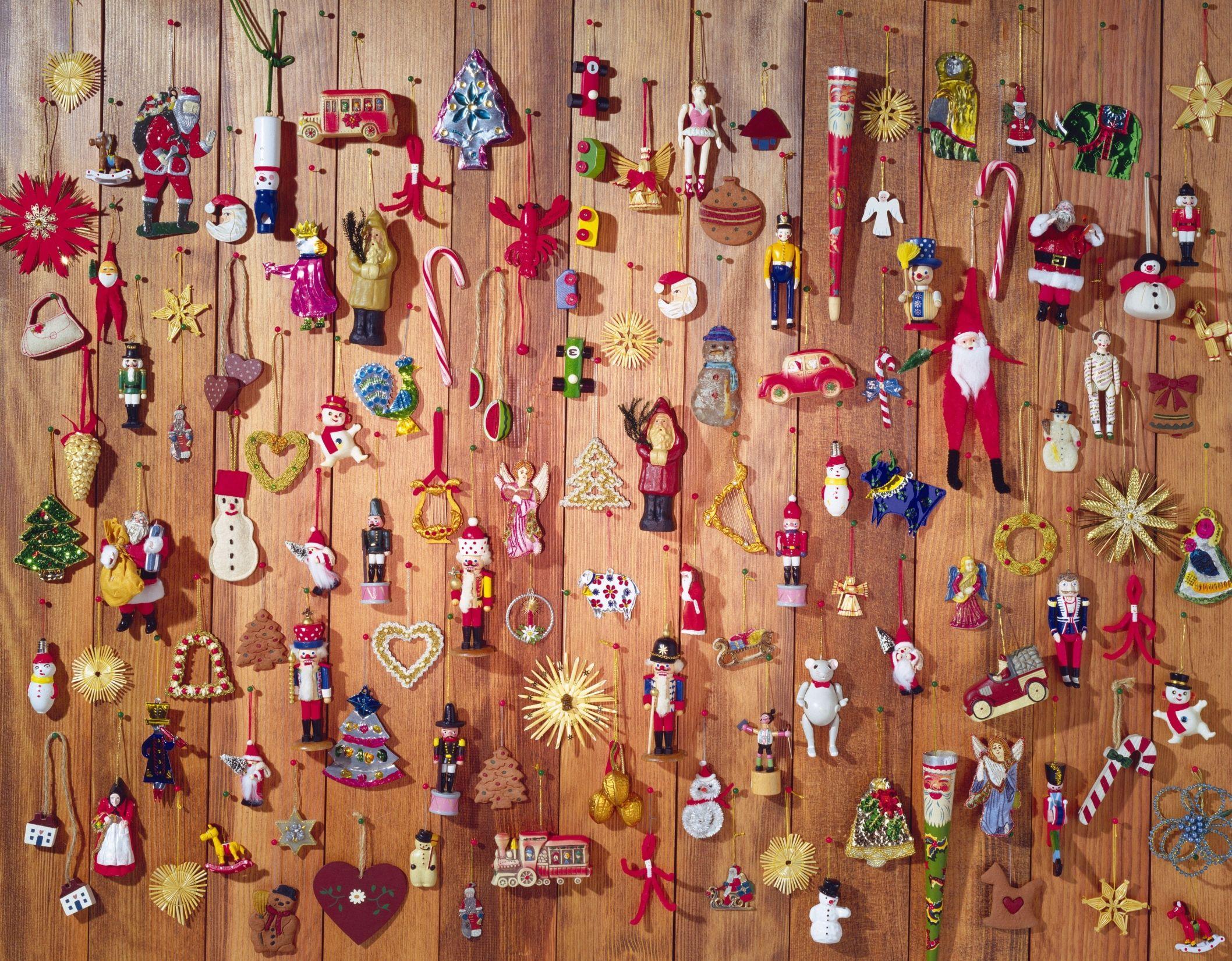 Decorador de árboles de Navidad, dependientes, ... aquí tienes las profesiones más navideñas