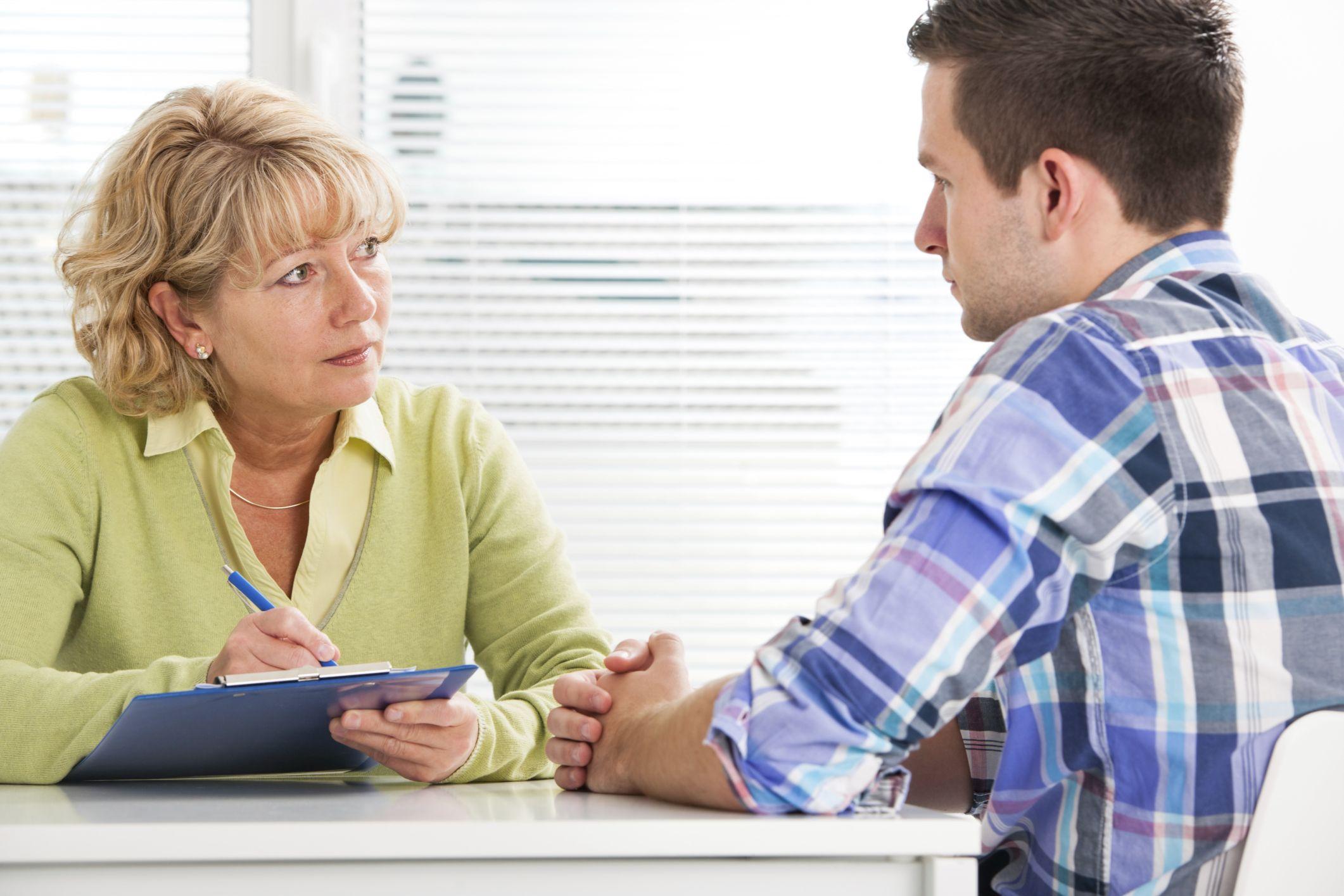 ¿Qué estudiar para trabajar en los Servicios Sociales? FP, grados, másters