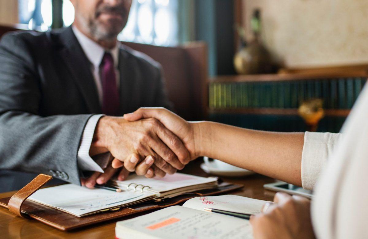 Ventajas y diferencias entre arbitraje y mediación