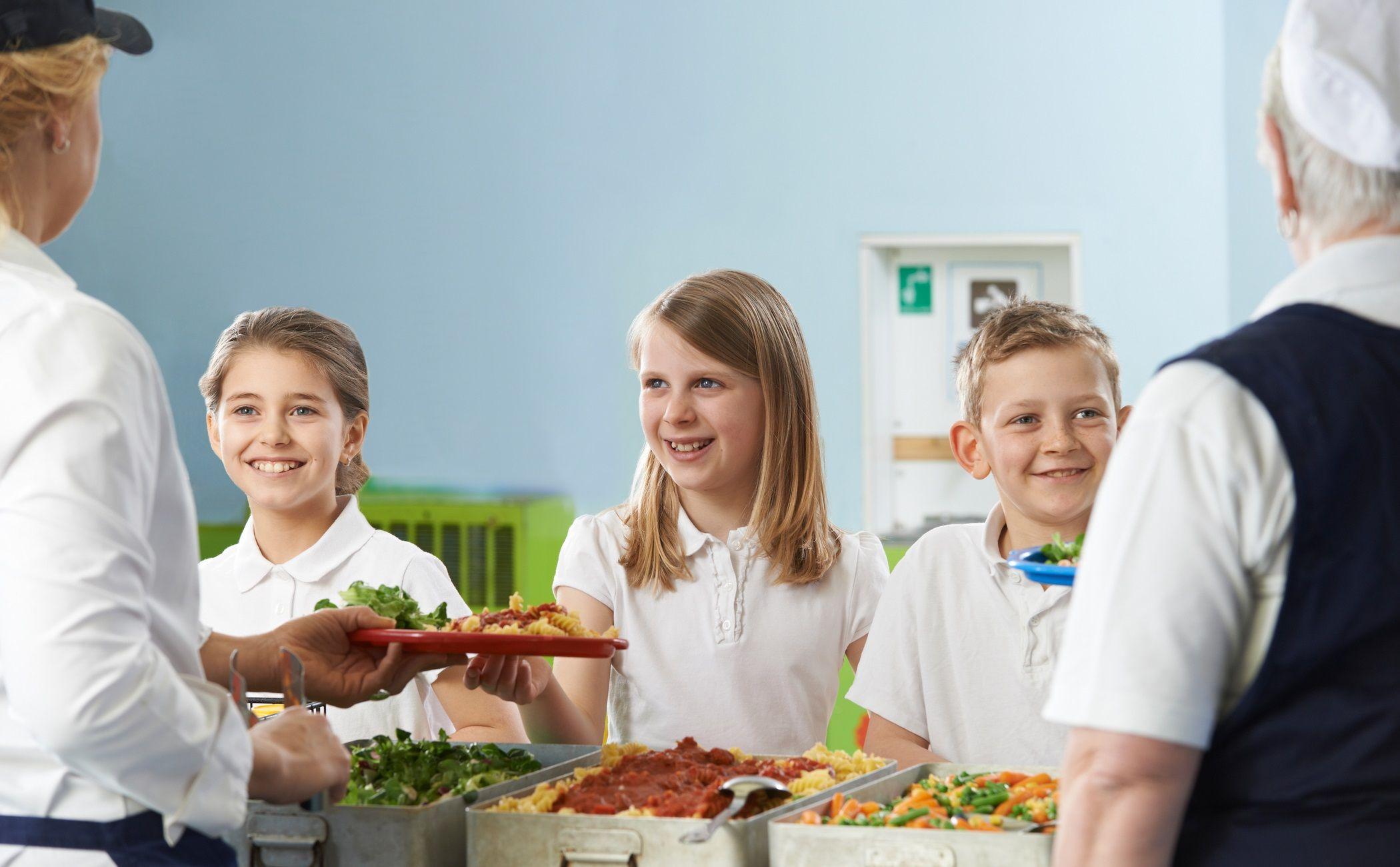 ¿Cómo se realiza la gestión de los comedores escolares?