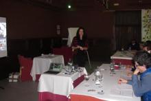 Erika Silva Directora de la Escuela Online de Marketing Gastronómico impartiendo charla sobre Marketing para Restaurantes en Madrid