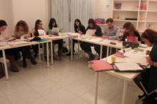 Analizando grafológicamente escrituras en clase