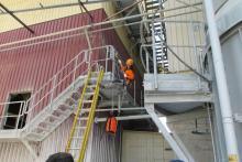 Trabajos en altura: elevación de cargas con poleas