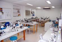 Laboratorio para clases prácticas de gemología