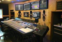 """FOTOGRAFÍAS DEL ESTUDIO DE PRODUCCIÓN MUSICAL (Sala de control surround (5 Monitores con altavoces de 15"""" y LFE de 18"""") con Sony Oxford con GML (""""El mezclador del millón de dólares""""). Estudio absorbente full range con acústica variable con piano acústico controlado vía MIDI, bajo eléctrico con MIDI, Parker fly de luxe, etc. y micrófonos Neumann, Senheisser, etc. Estudio reflexivo con mármol de Carrara y filtro acústico de graves y subgraves)"""