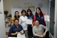 Estrella San Frutos con grupo de Estética Profesional en Facial