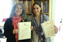 Estudiantes con sus certificados