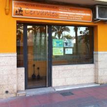 Entrada Principal del Centro, situado frente Museo Arqueológico de la Ciudad de Almería.