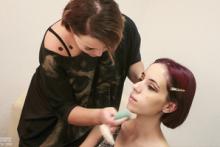 Maquillaje y estilismo en cada sesión, con modelos profesionales.