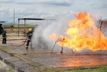 Trabajos de control y extinción de incendiuos.