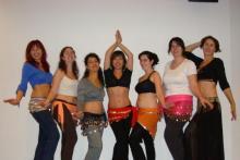 Nuestras chicas de danza oriental con su profe Elena Moreno