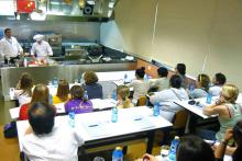 El aula de cocina demostración permite a los alumnos ver las evoluciones de cualquier preparación culinaria