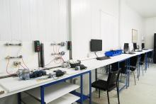 Entrenadores personales de automatismos eléctricos y de hidráulica