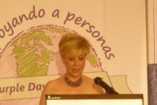 Mª Gemma L. Vélez, Directora de Escuela Vélez-Per presentando el Desfile de sus alumnos 2013 en el Hotal Palace (Madrid).