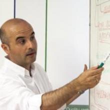El profesor José María Gutiérrez imparte clases en Adapta MS